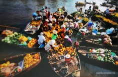 MK002-DCY113-Busy-cai-rang-floating-market-immense-mekong-delta-discovery-tour.jpg