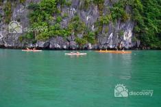 kayaking-halong-bay-halong-tour-vietnam-discovery-travel.jpg